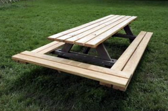 Construction de 60 nouvelles tables pour le domaine de Chamarande, dont un nouveau module qui permet de fusionner les tables pour une disposition de type banquet Gaulois